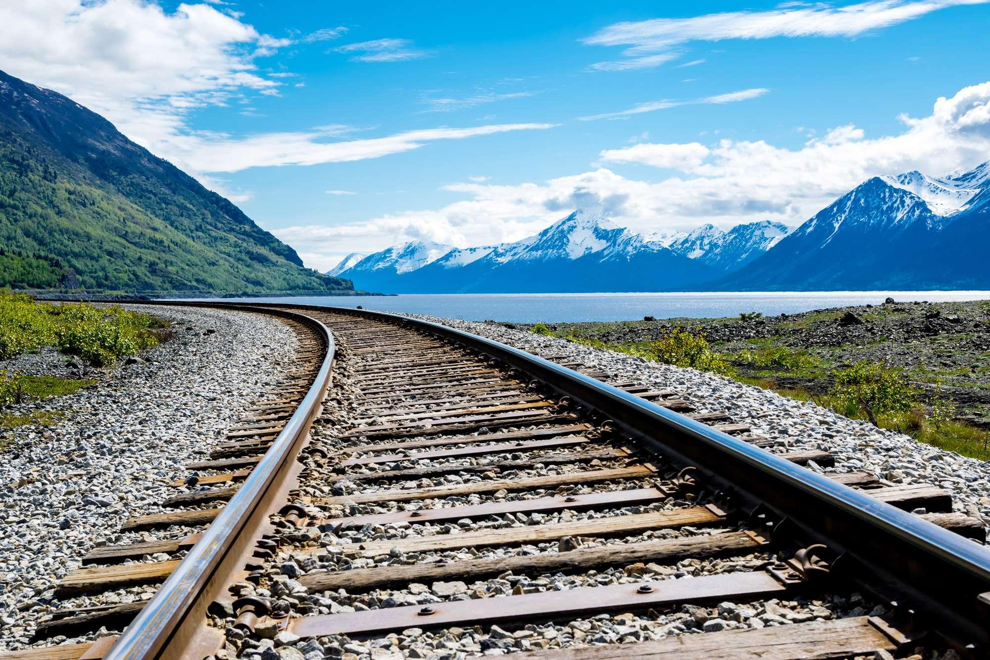 alaska-train-track-alongside-mountain-lake-istk